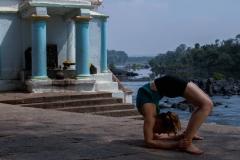 2.-Chakra-Bandhasana_