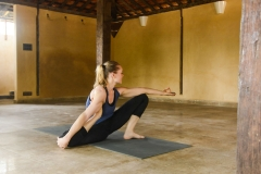 52.-Yoga-Dandasana